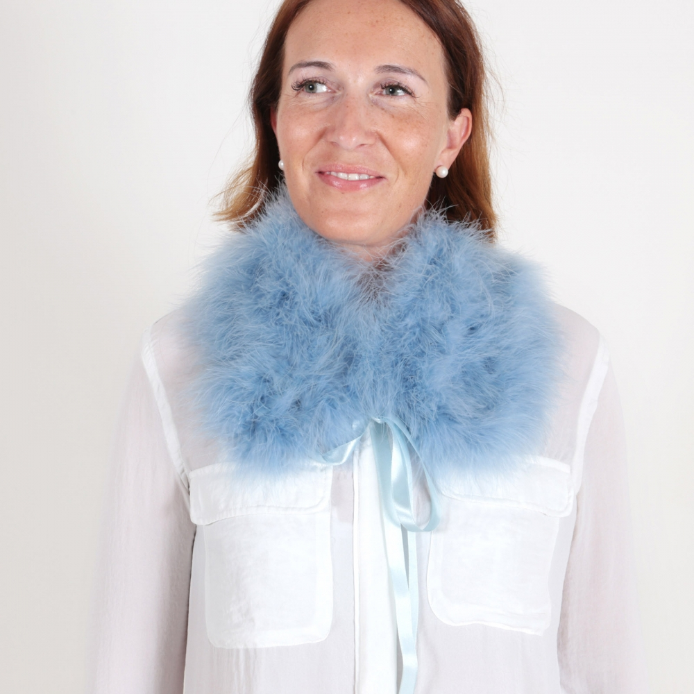 EYES ON MISHA feather collar La Fiffi dust blue